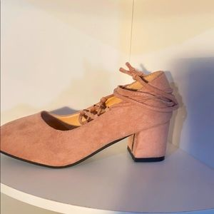 LN Quinashi blush pink suede chunky  heels